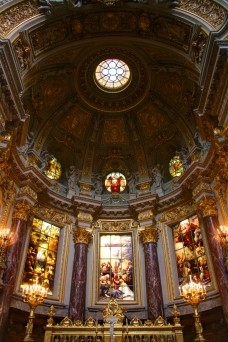 altar-and-chancel-in-berliner-dom