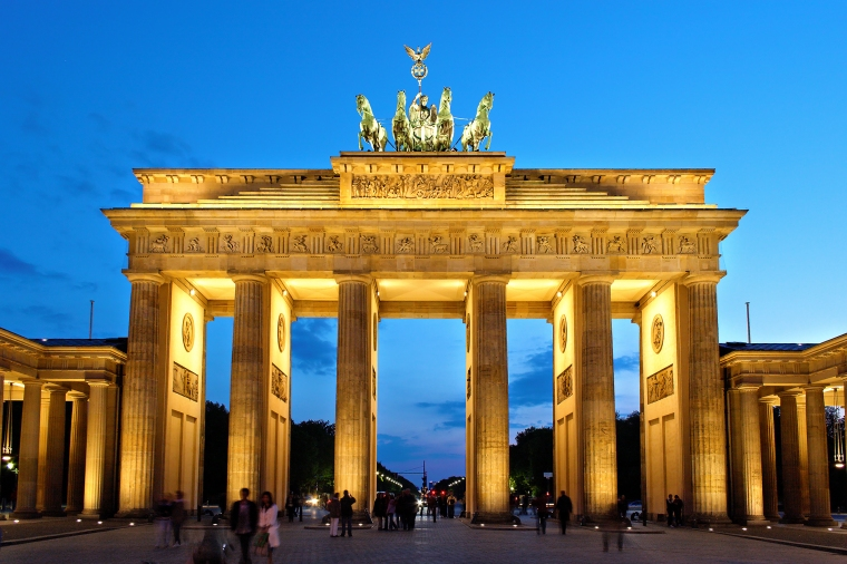 Brandenburger_Tor_abends.jpg