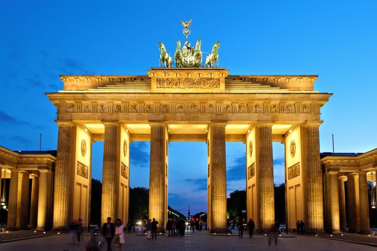 Brandenburger_Tor_abends.jpg