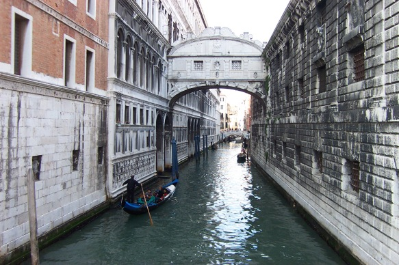 Bridge_of_Sighs_by_day.jpg