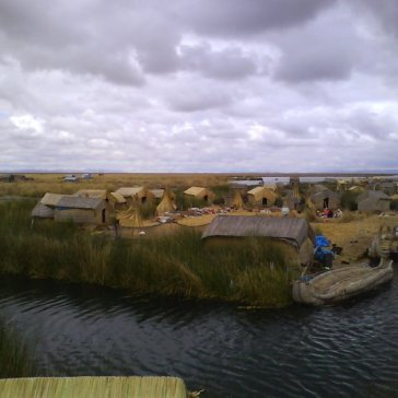 Floating islands made of totora plant