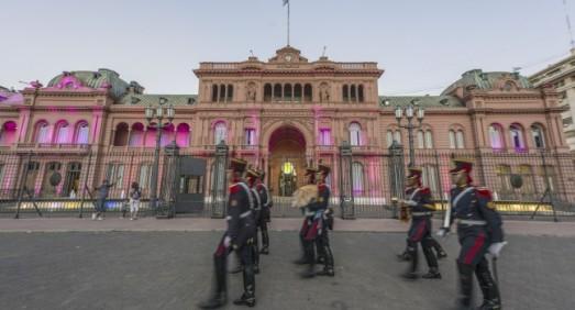 guards-plaza-de-mayo-buenos-aires-argentina