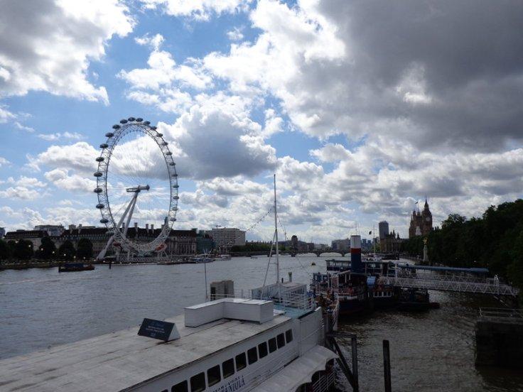 london_eye_below_blue_sky_