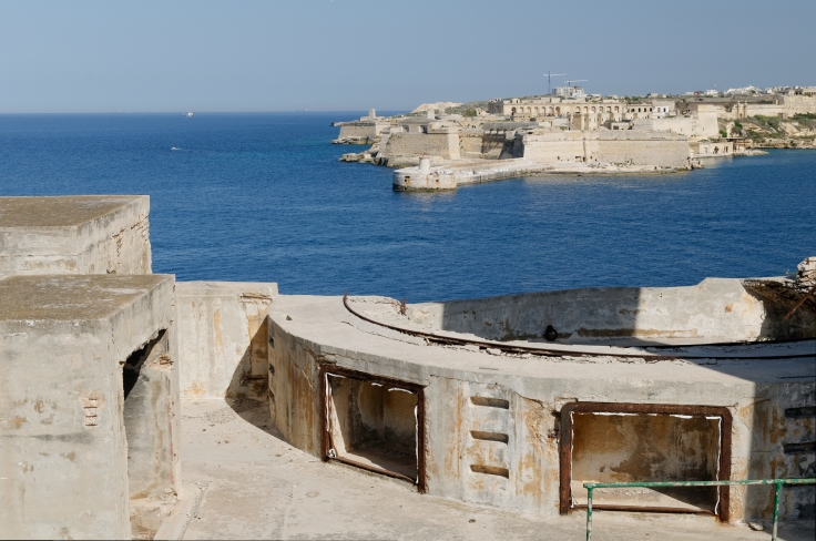Fort_St_Elmo_overlooking_Grand_Harbour