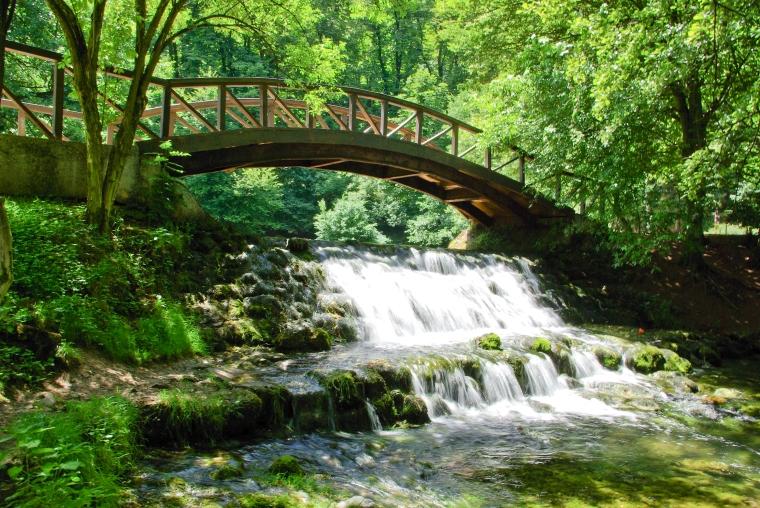 Bridge_on_Vrelo_Bosne
