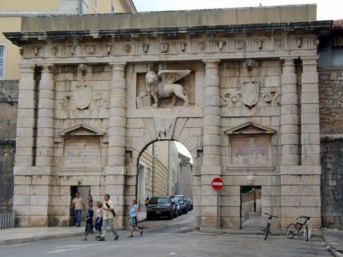 700px-Zadar_PortaTerraferma