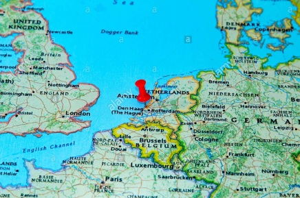 the-hague-netherlands-pinned-on-a-map-of-europe-H4J207
