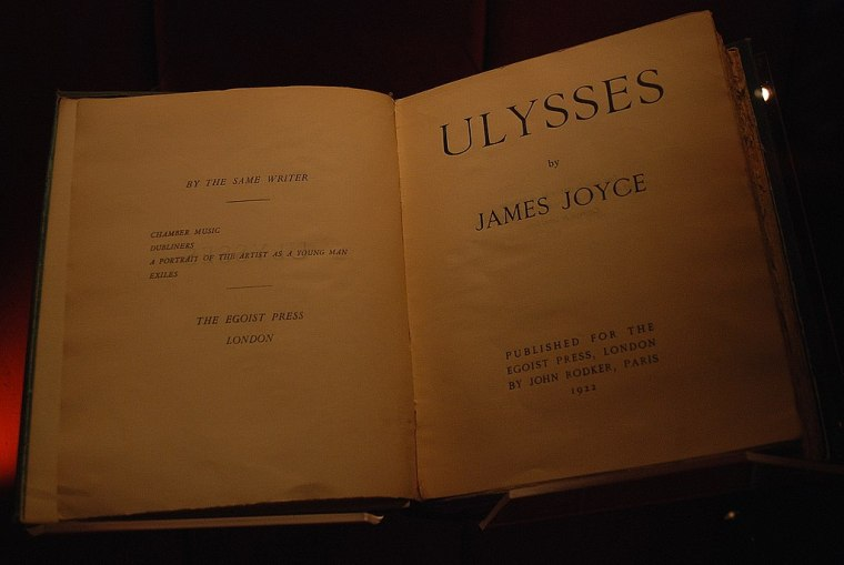 1024px-Manchester_John_Rylands_Library_James_Joyce_16-10-2009_13-55-16