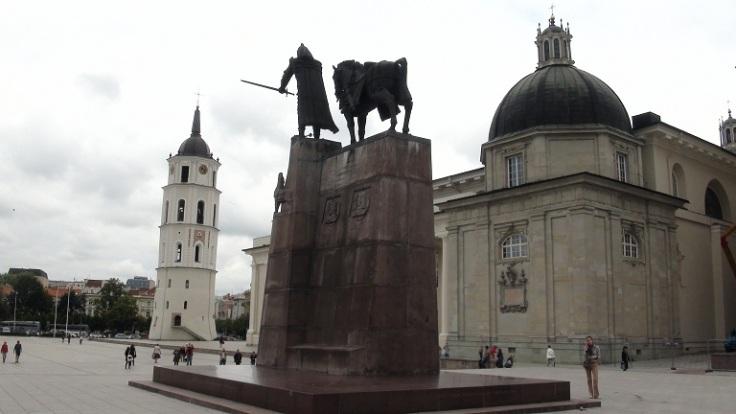 VilniusGediminasStatue